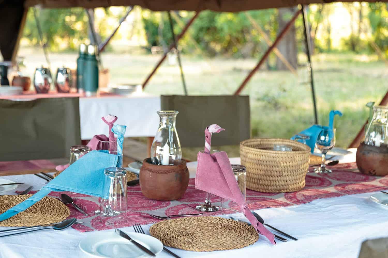 Outdoor dinning at Gavin Opie Safaris